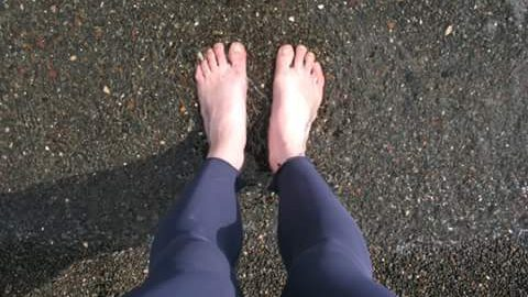 BLOG | My feet in Black Sand