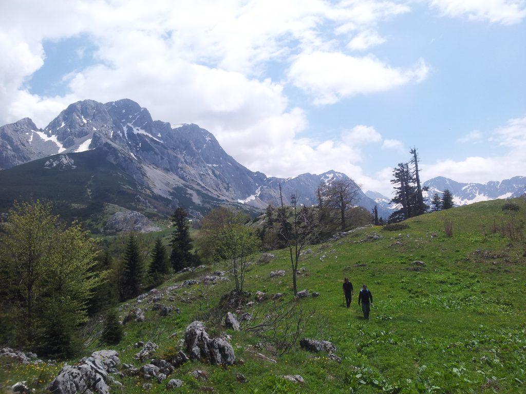 Maglić met wandelaars ervoor, Sutjeska National Park in Bosnië en Herzegovina