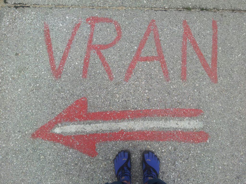 Begin van de wandelroute naar Vran, Bosnië en Herzegovina