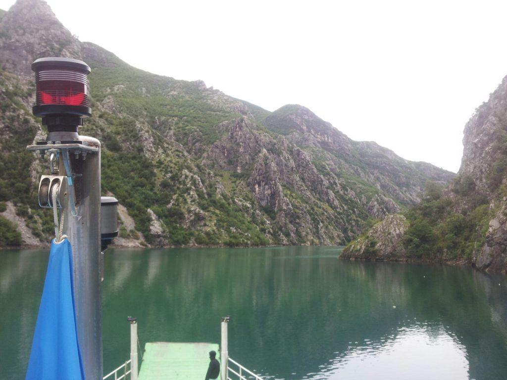 Komani Lake, boot   Reis van Blidinje naar Valbona