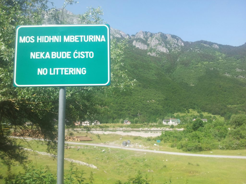 No littering | People on the Via Dinarica