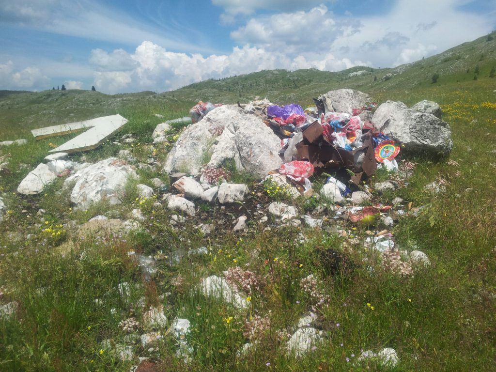 More garbage | People on the Via Dinarica