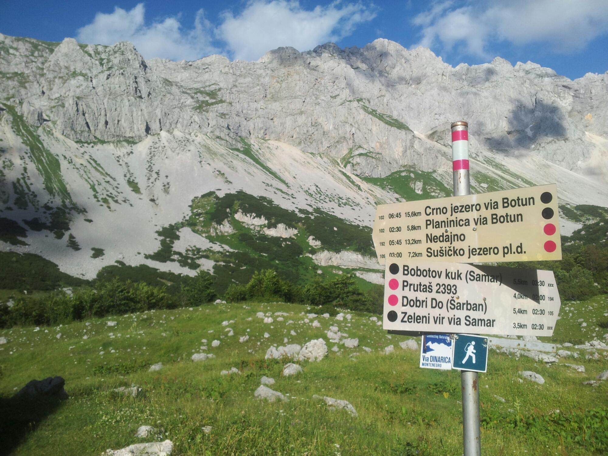 Planinarski Dom Škrka CRNA GORA hiking Via Dinarica White Trail MONTENEGRO