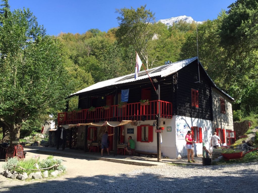 Planinarski dom Paklenica