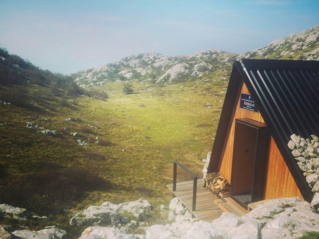 Planinarsko-Sklonište-Ždrilo-velebit-croatia-via-dinarica-white-trail