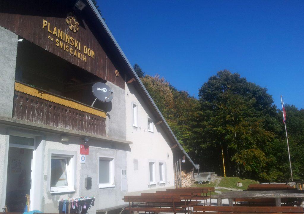 Zonovergoten Berghut Sviščakih in Slovenië