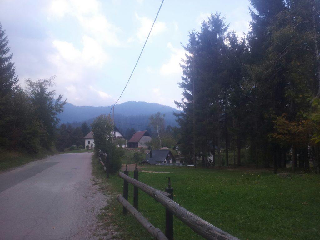 De weg naar Crni Lug | Regen in Risnjak?