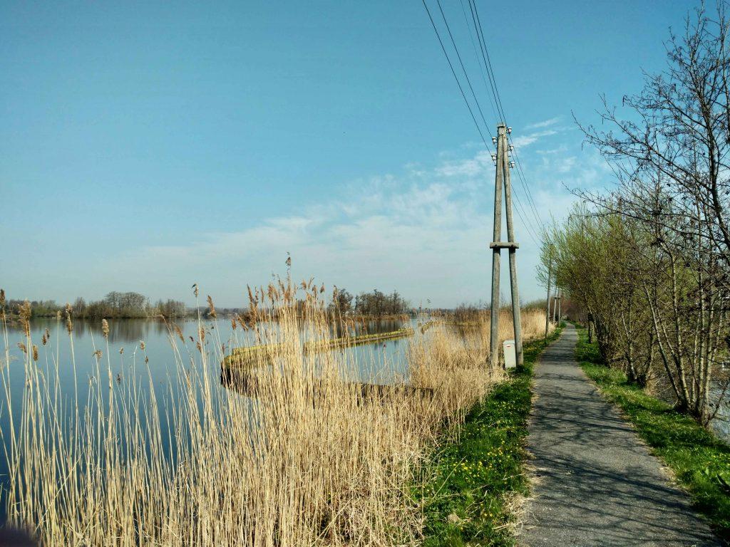 Between lakes