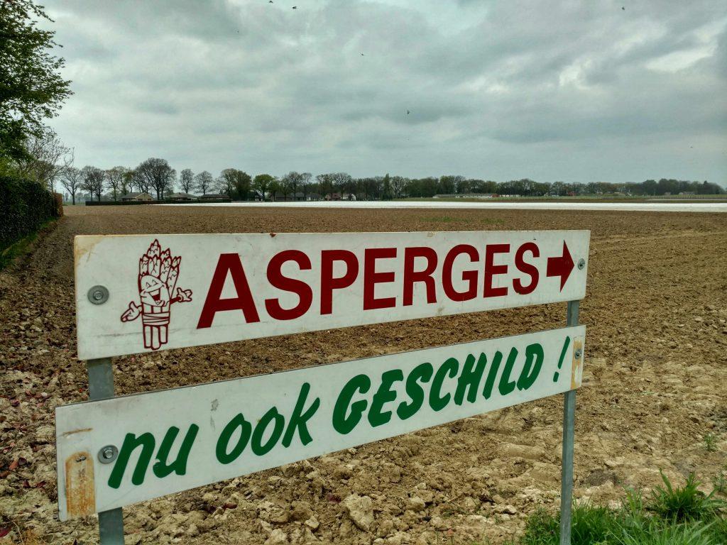 Asperges, nu ook geschild! Dat scheelt.