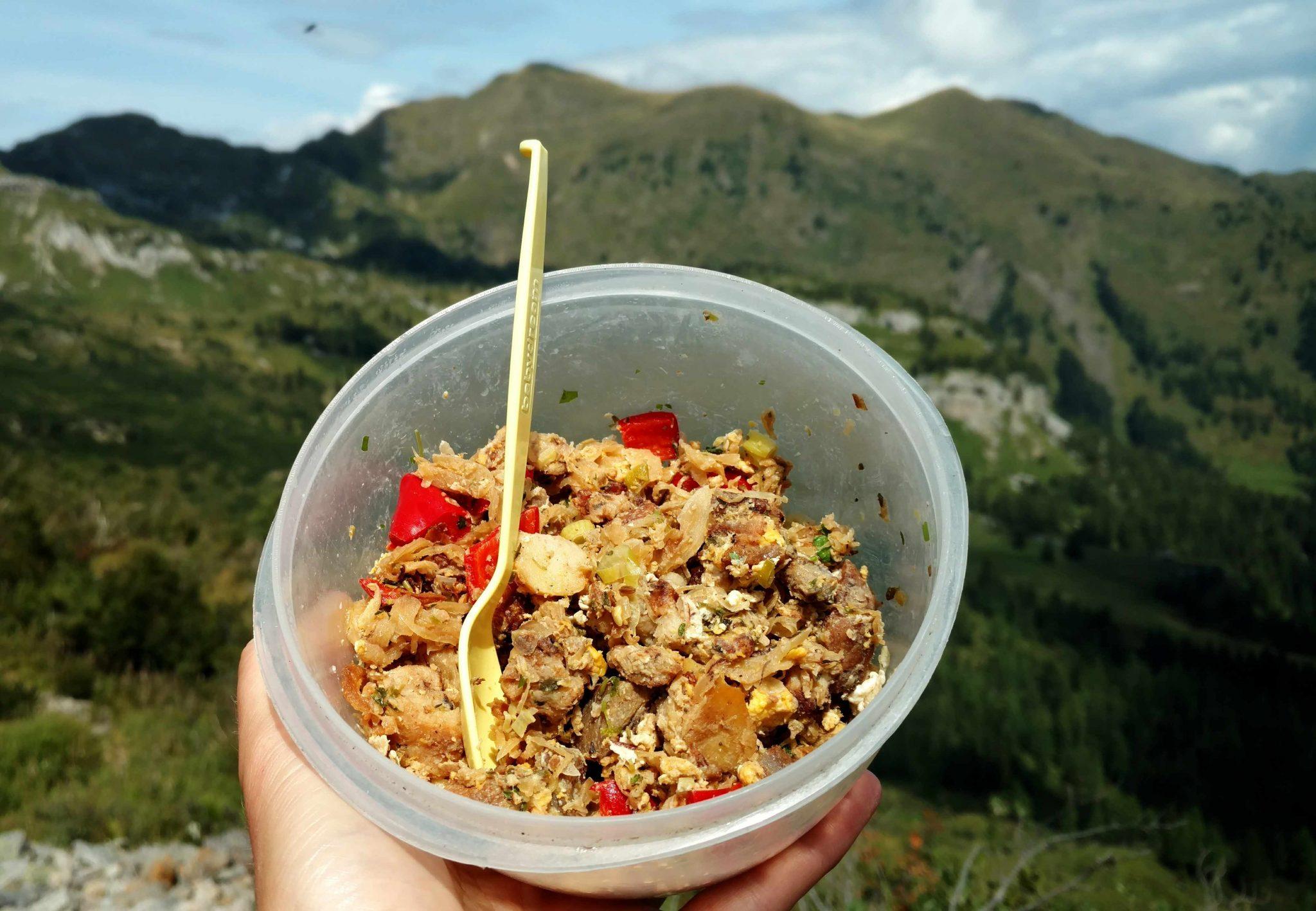 Buiten bergen eten