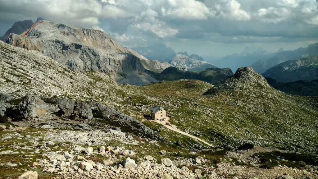 Dolomites_hiking_italian_alps