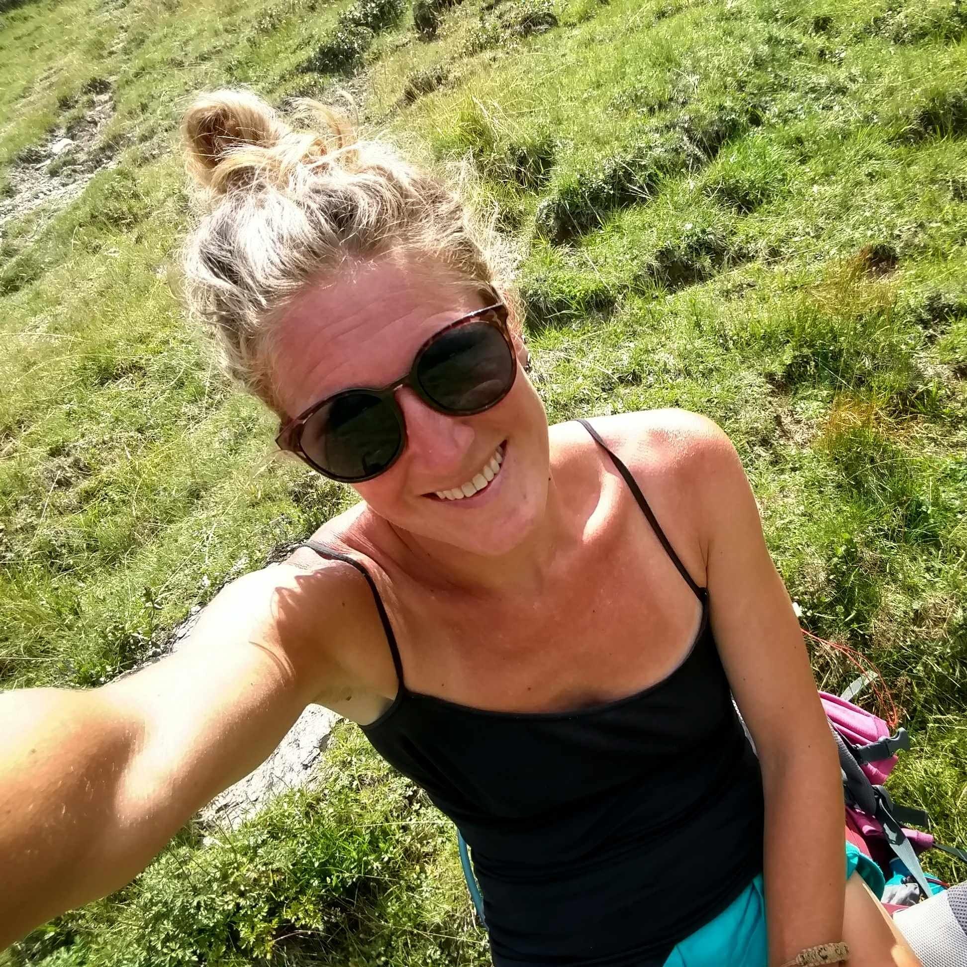 Happy_hikervia_alpina