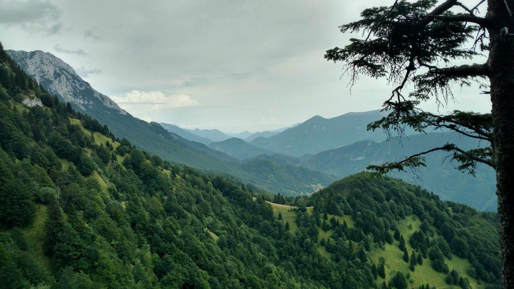 De_route_naar_Bača_of_Podbrdo_slovenië