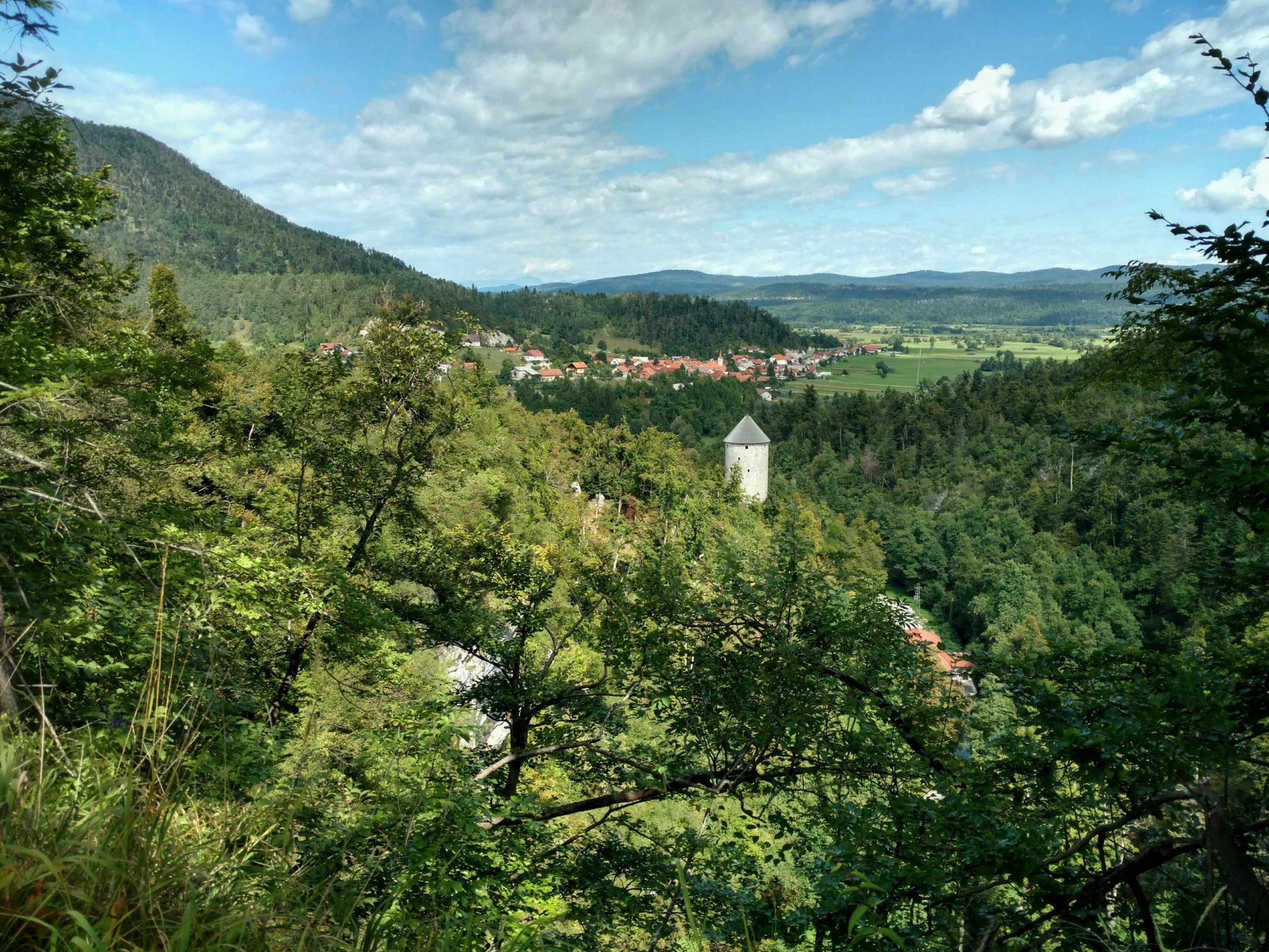 Uitzicht Planina grot Planinska Jama   Via Dinarica door Slovenië