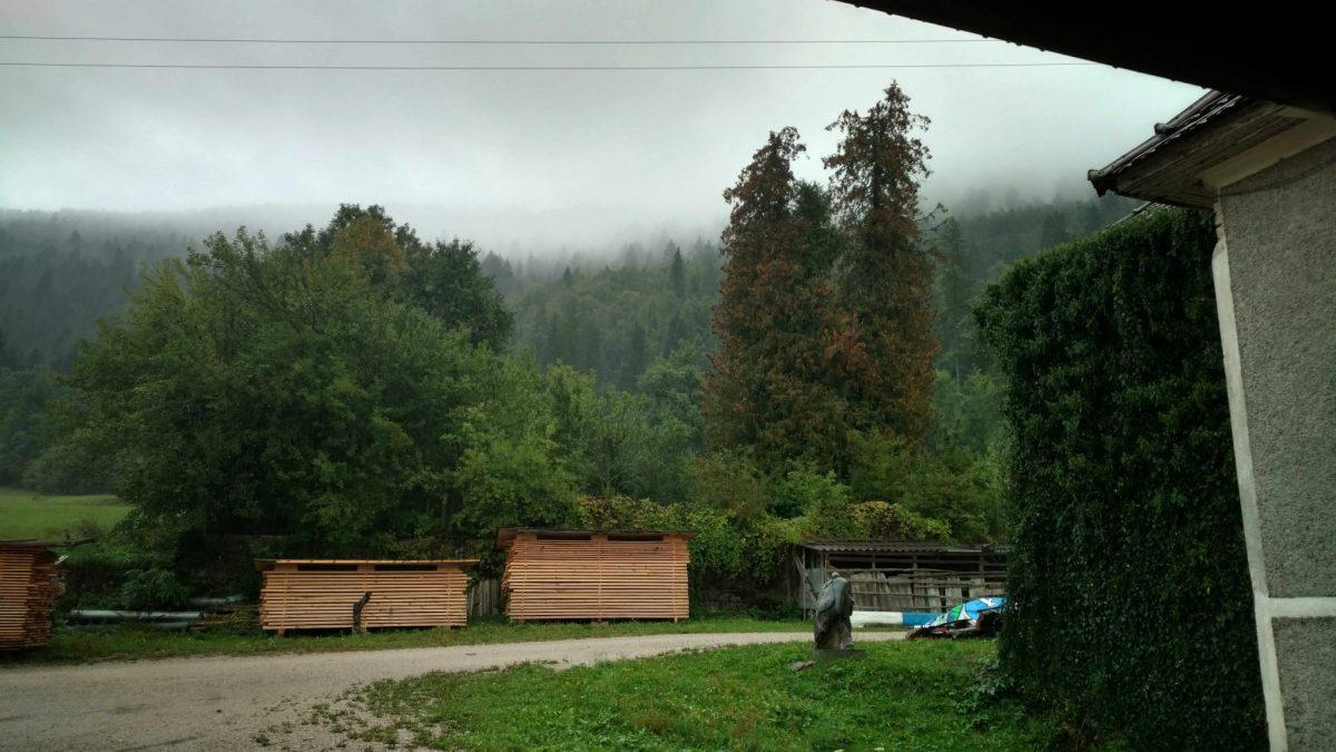 Uitzicht vanuit de oude zaagmolen in Vrhnika pri Ložu