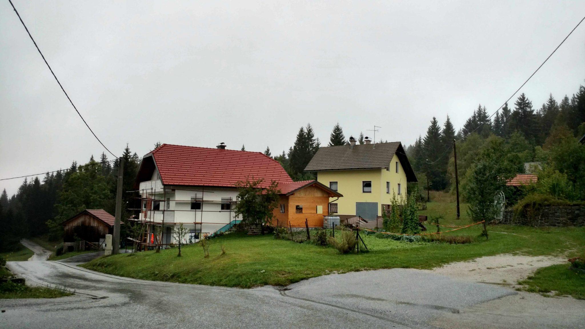 Bela_voda_dorpje_slovenie_loski_potok_kočevje