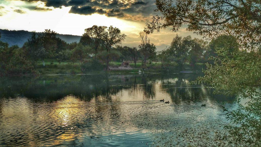 Zonsondergang aan de Una rivier, Bosnië en Herzegovina