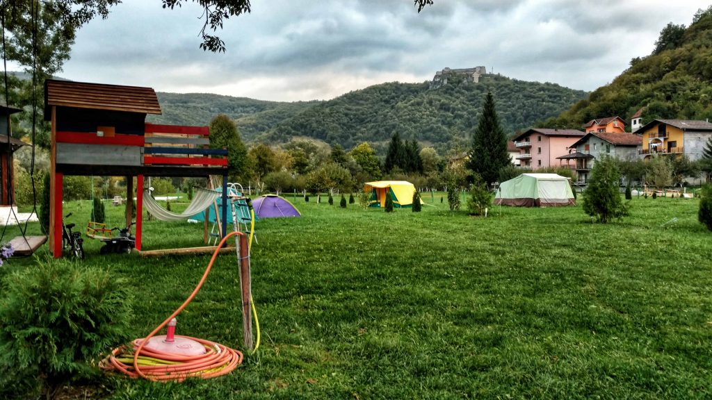 Op de camping in Kulen Vakuf, Bosnië en Herzegovina