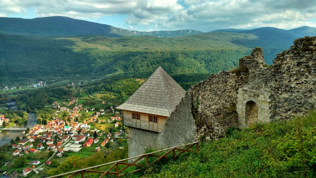 Kulen_Vakuf_view_from_castle_Ostrovivca