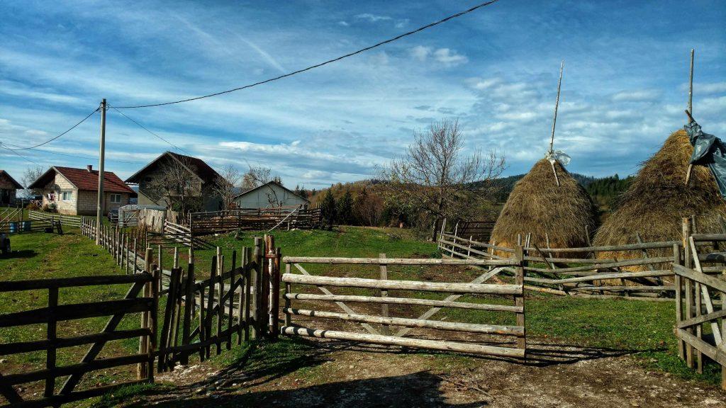 Een boerderij boven Sarajevo, het landleven van Bosnië en Herzegovina