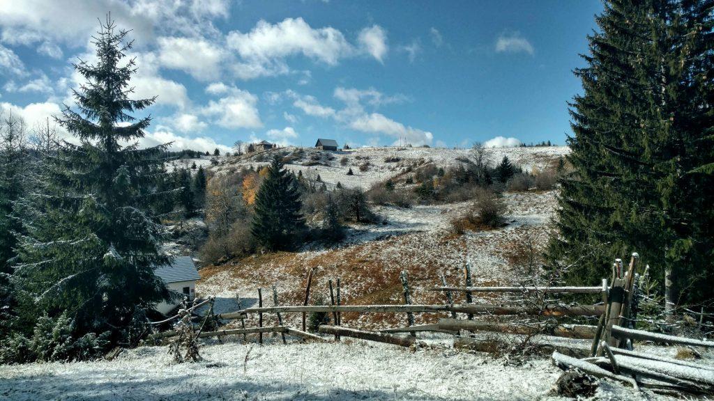 Sneeuw in de bergen boven Sarajevo, Ozren | Via Dinarica Green Trail Bosnië en Herzegovina