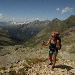 Wandelen met wandelstokken in de Italiaanse Alpen
