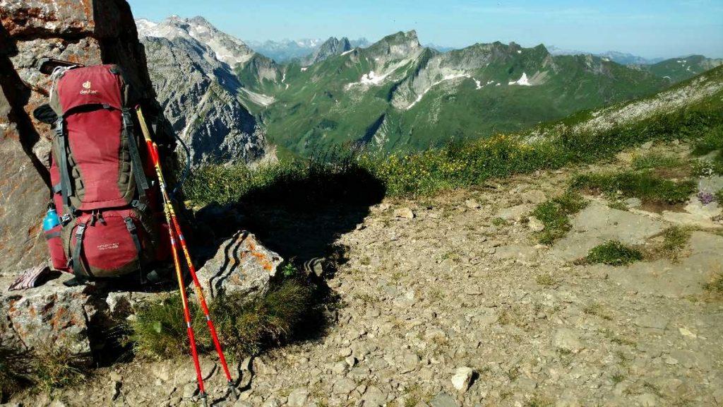 Wandelen in de Alpen met wandelstokken