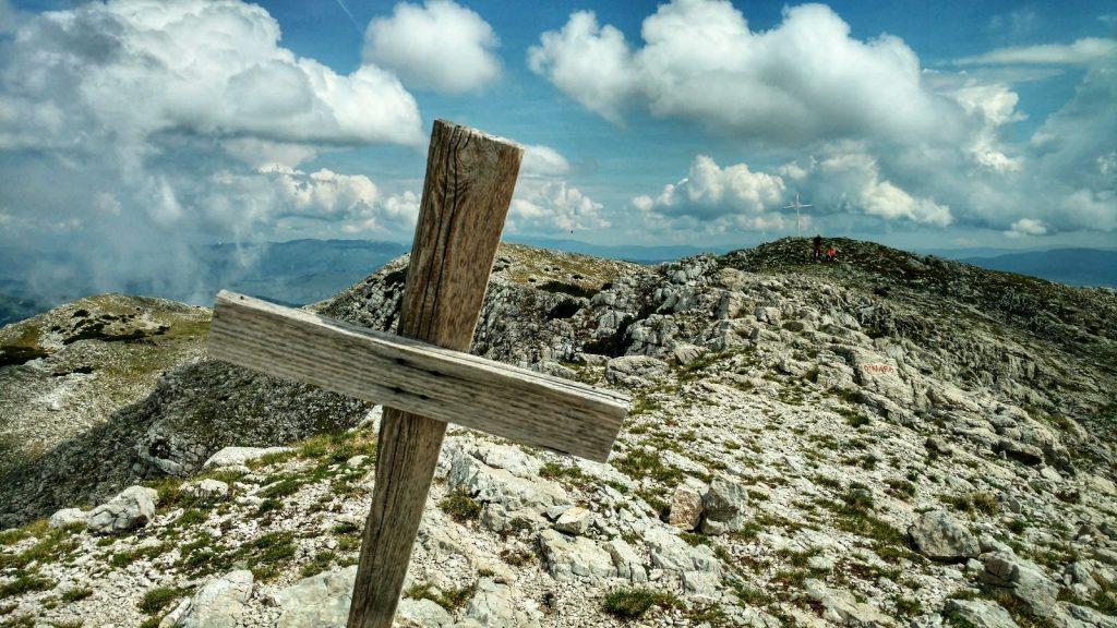 Op de top van de berg Dinara | Dinara - Troglav - Kamešnica Traverse