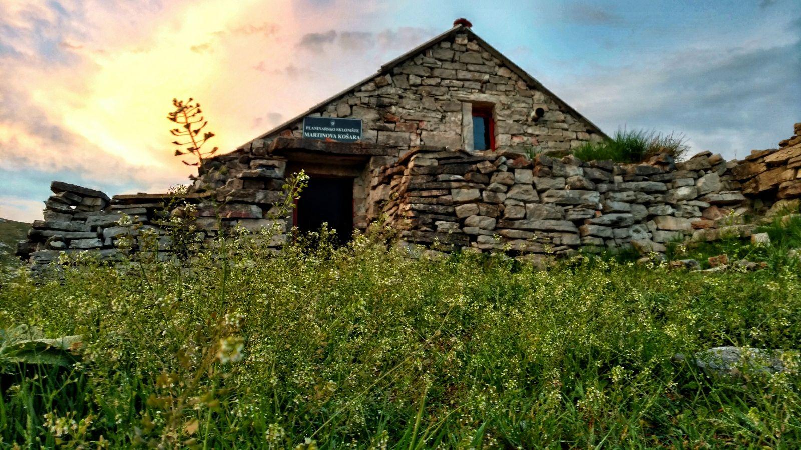 Martinova Košara   Herinneringendingen en onweer in de tent
