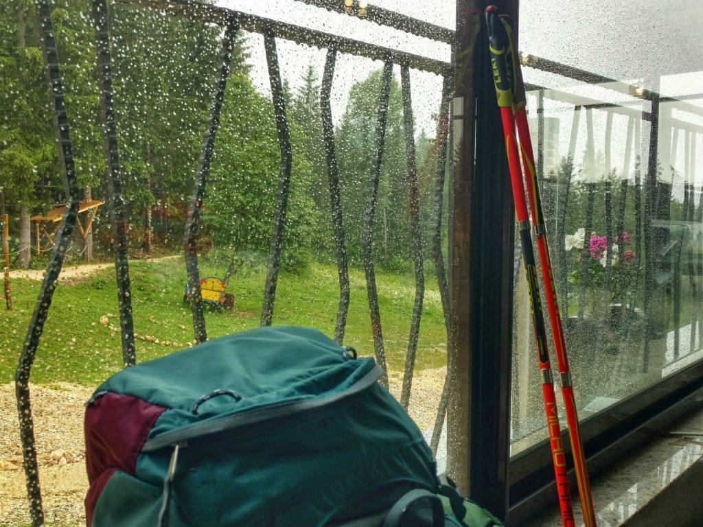 Schuilen voor de regen in een restaurant op Trebević