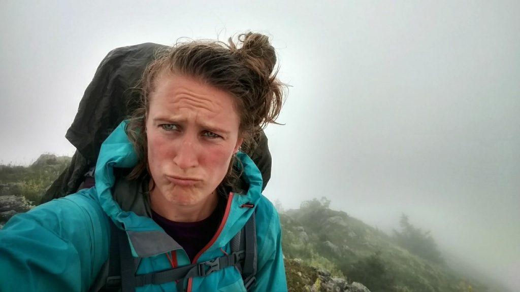 Op de top van Trebević in de mist | Via Dinarica Green Trail in Bosnië en Herzegovina