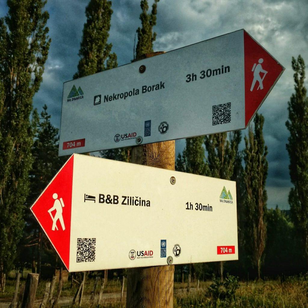 Eerste Via Dinarica bewegwijzering op de Green Trail in Bosnië en Herzegovina