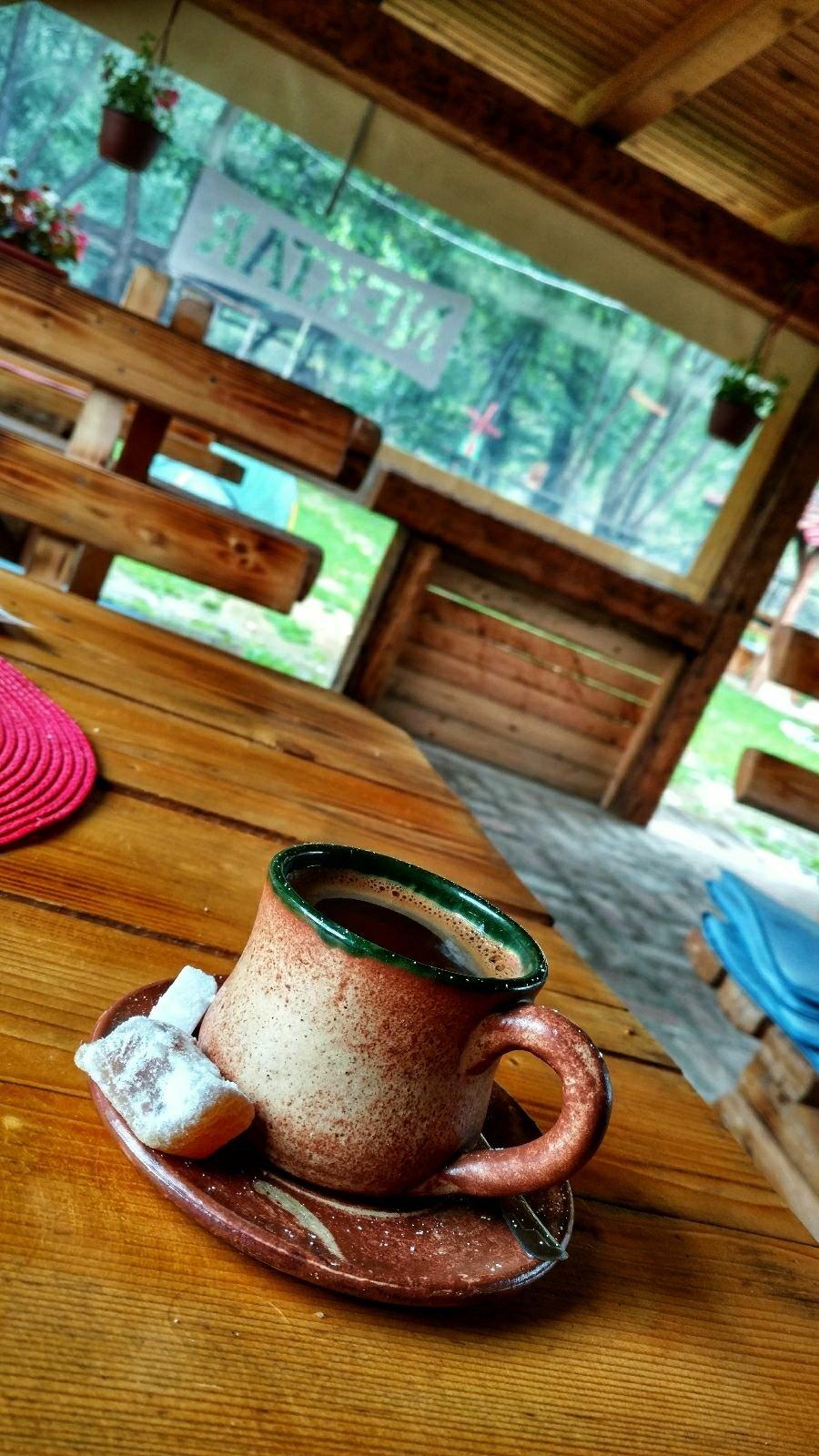 Bosnische koffie drinken | Ik hoor het wel, maar begrijp het niet