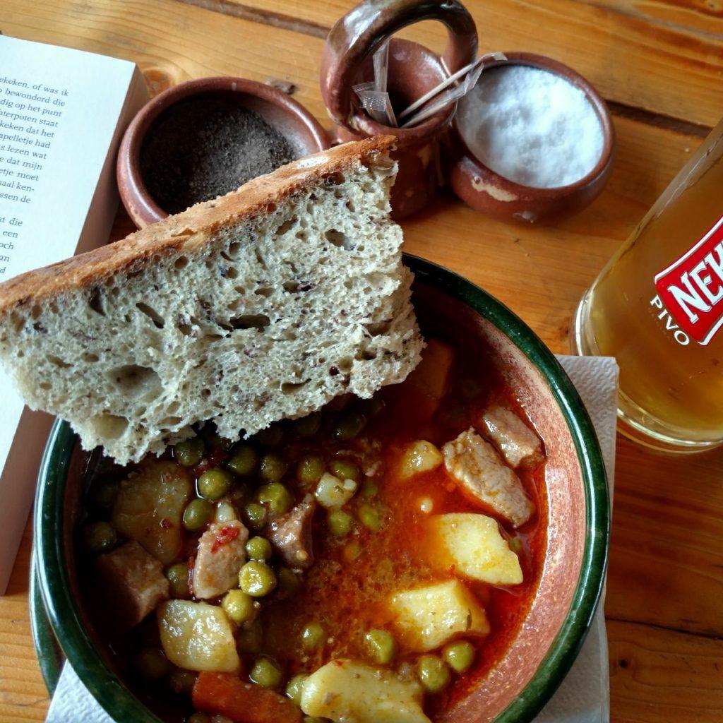 Bosnische soep eten | Ik hoor het wel, maar begrijp het niet