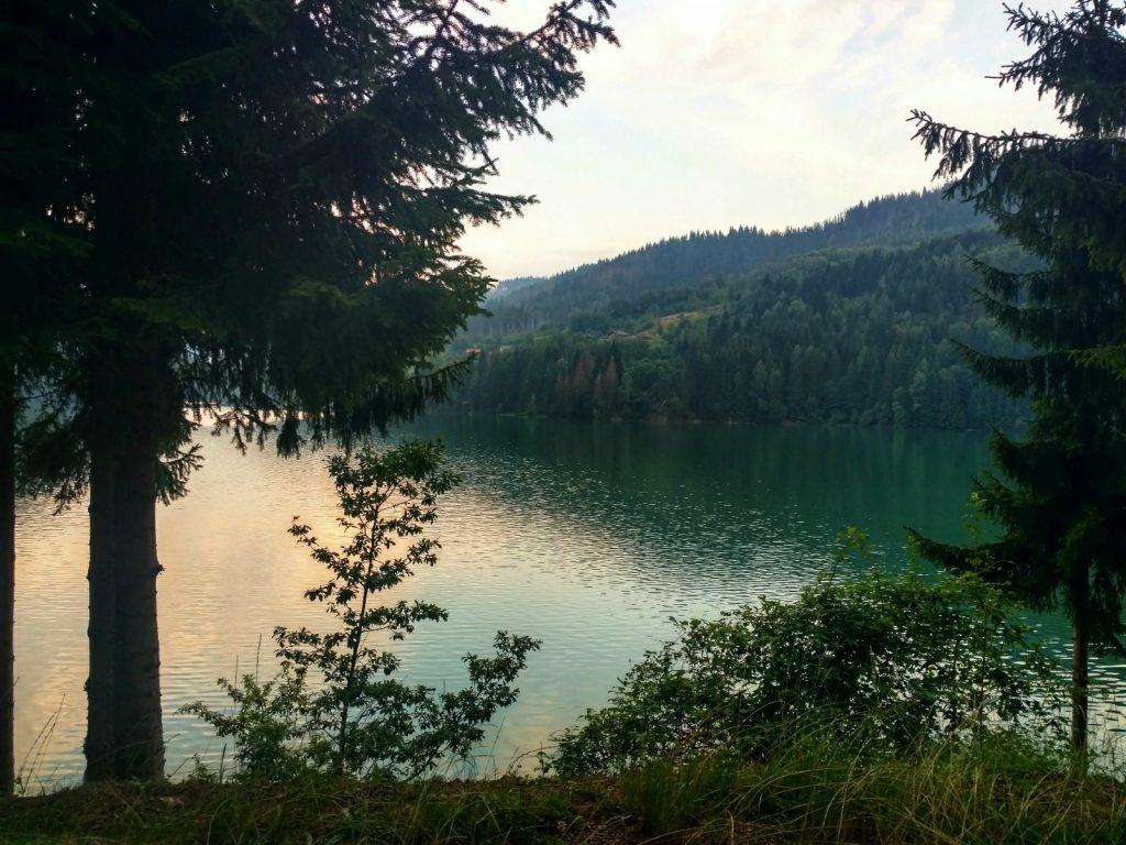 Het meer van Zlatibor na de regen