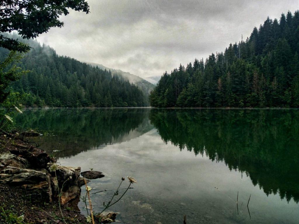 Het meer van Zlatibor in de vroege morgen | Via Dinarica Servië