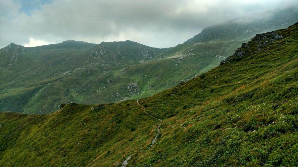Het wandelpad naar de berg Ljuboten | Via Dinarica Extensie van Kosovo naar Noord Macedonië