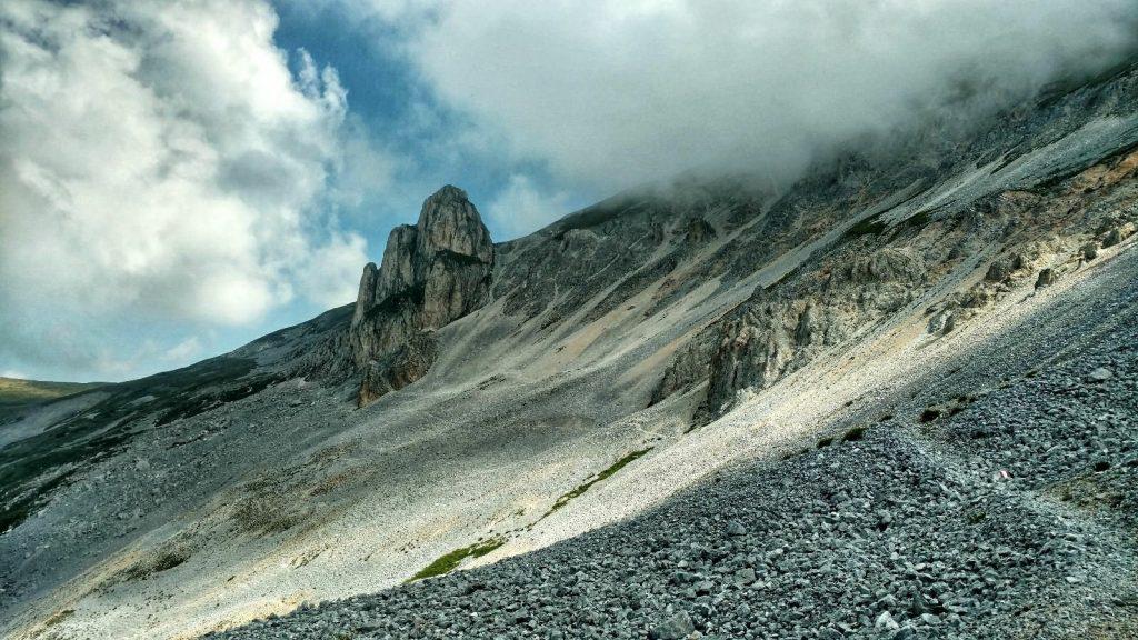 Het wandelpad onderlangs vanaf de hut naar de top