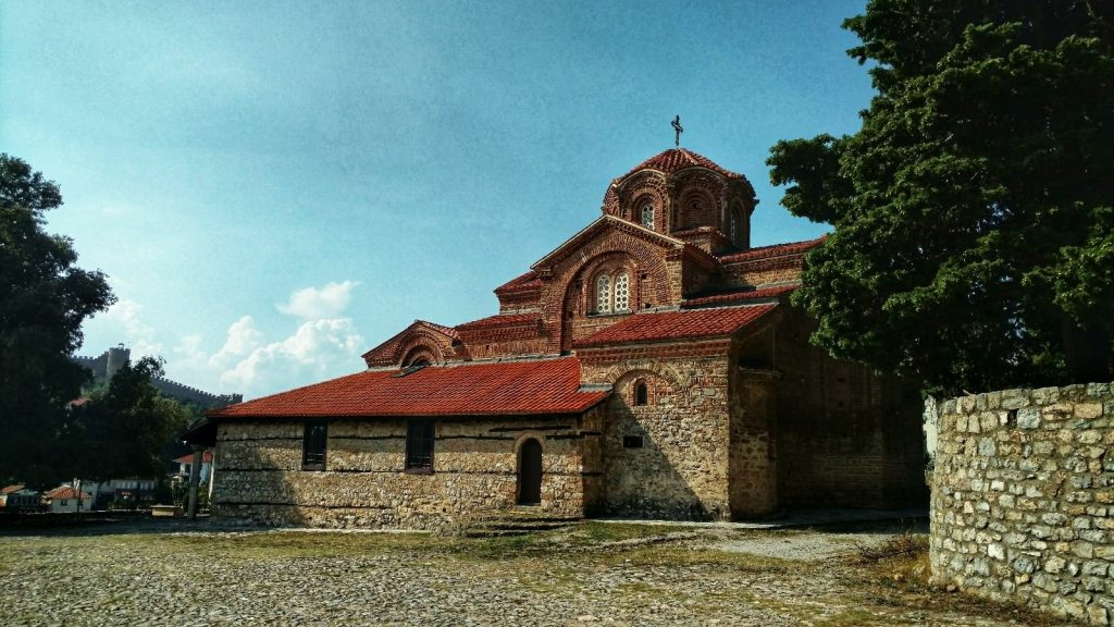 Sightseeing Ohrid | Church up in old tow