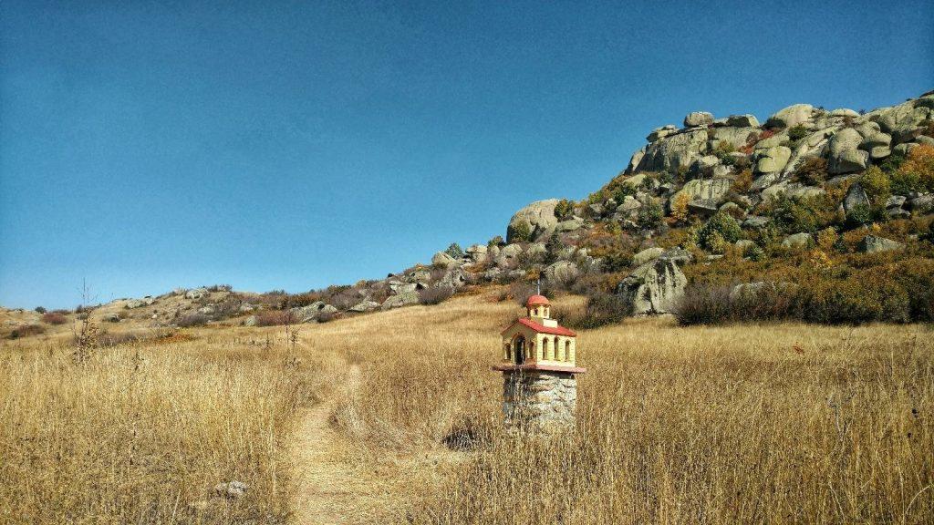 Trail to Treskavec monastery