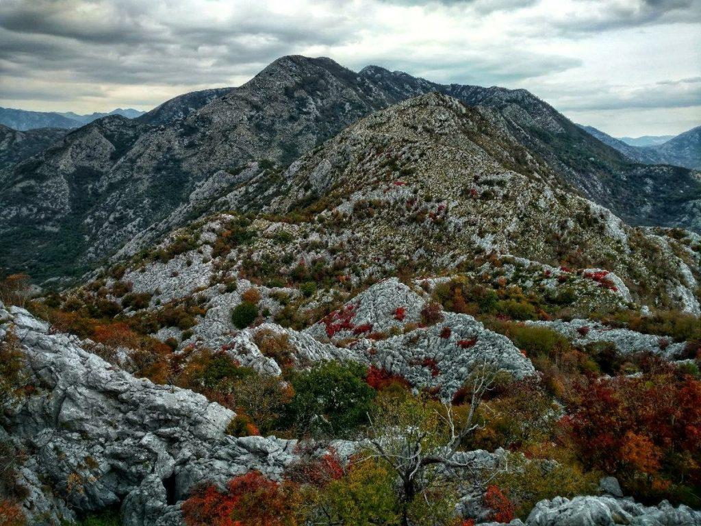 PPT | Uitzichten op de verlaten mountain highway | Via Dinarica Blue Trail Montenegro