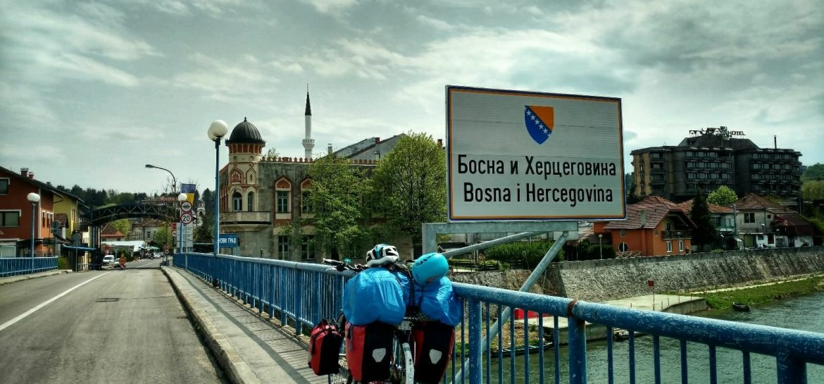 BLOG | Biking from Zagreb to Sarajevo | Bosnian Border at Novi Grad