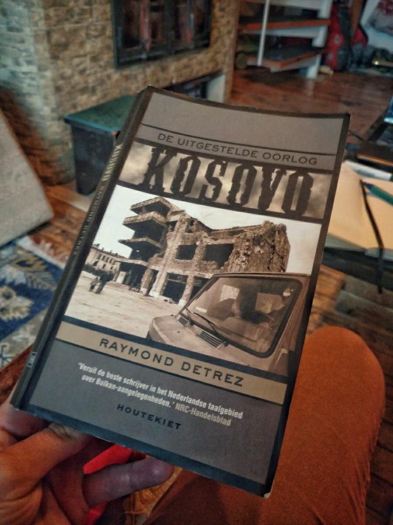 House sitting in Mavrovo   Reading books: Kosovo, de uitgestelde oorlog