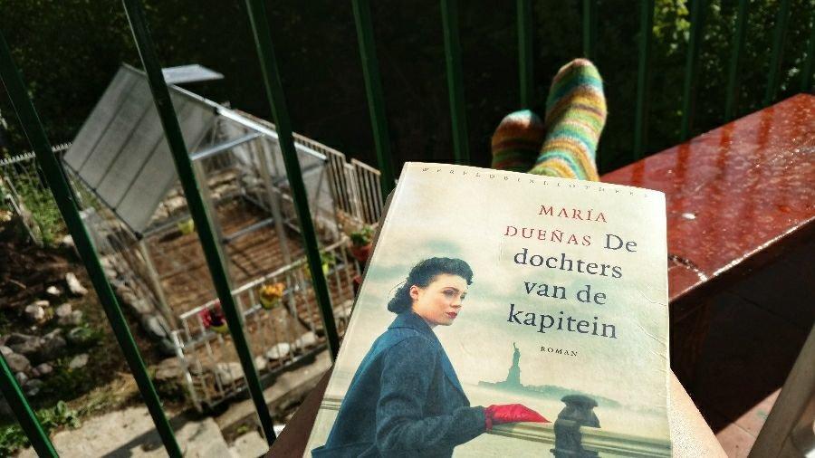 House sitting in Mavrovo   Reading books: De dochters van de Kapitein